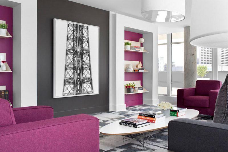 Phối màu tím và hồng cho phòng khách
